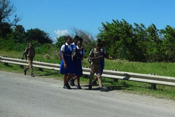 Auf dem Schulweg in Jamaika