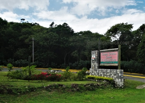Einfahrt zu den Green Grotto Caves Jamaika